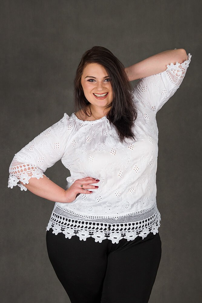 282a05d1 Biała bluzka damska CORONA Koronka Plus Size