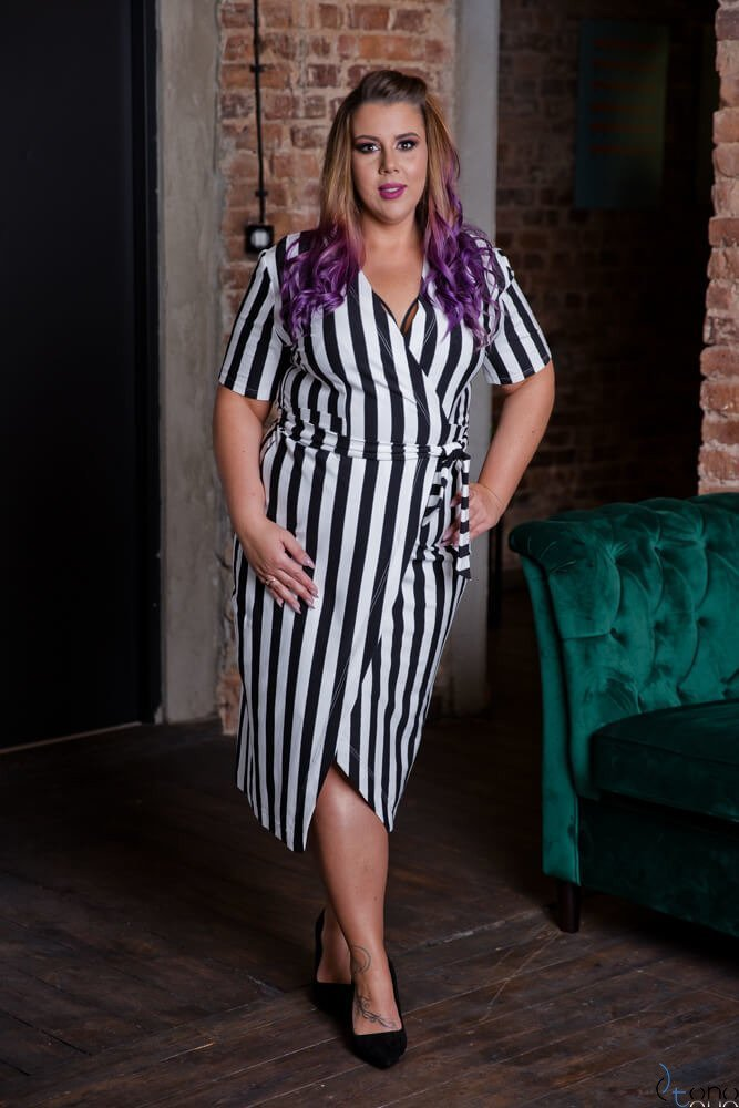 Czarno-Biała Sukienka BEFANA Plus Size
