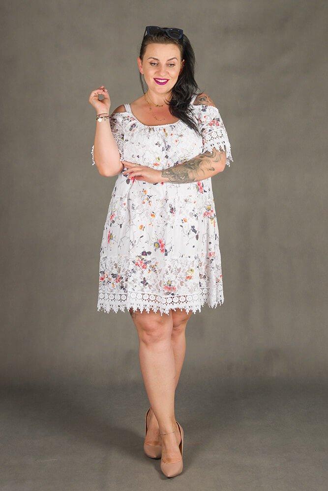 Biała Sukienka KLEO Koronka Plus Size