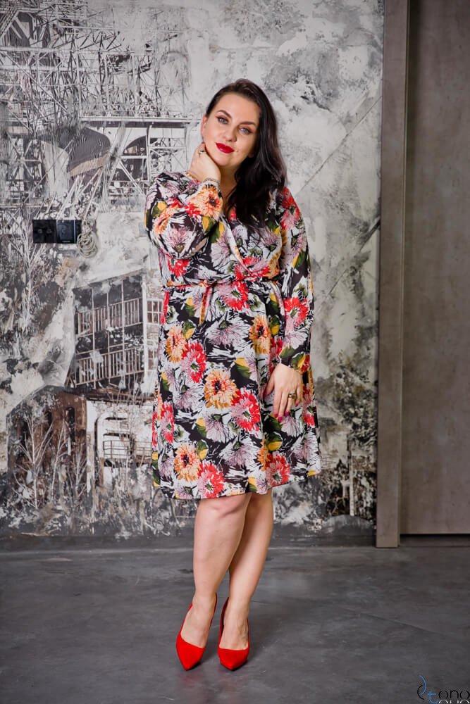 Biało-Czarno-Czerwona Sukienka SADURO Kopertowa Plus size