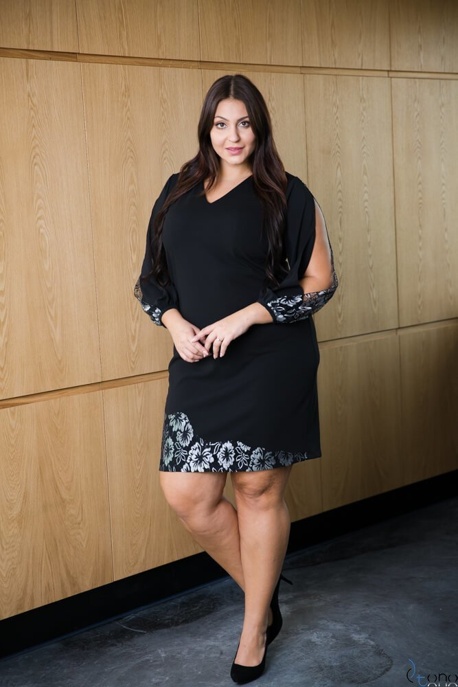 Czarna Sukienka PERLITA Plus Size