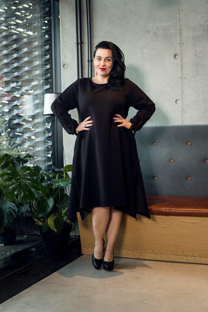 Czarna Sukienka TARUNA Trapezowa Duże rozmiary