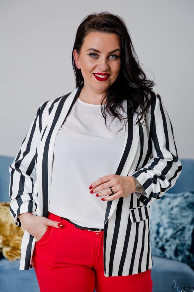 Czarno-Biała Marynarka damska RIGE w pasy PLUS SIZE