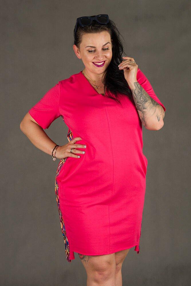 Różowa Sukienka TAPE Plus Size