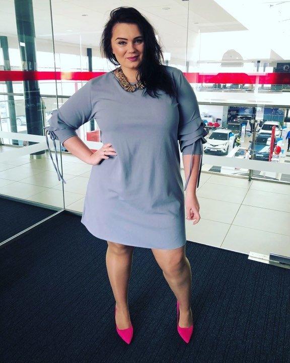 Szara Sukienka LARNAKA Modna Unikalny Rękaw Plus Size