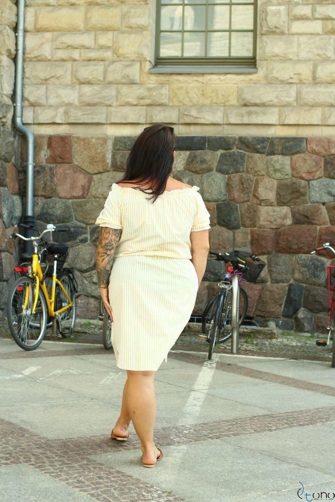 Żółto-Biała Sukienka ALINE Plus Size